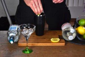 Przygotowanie drinku Margarita