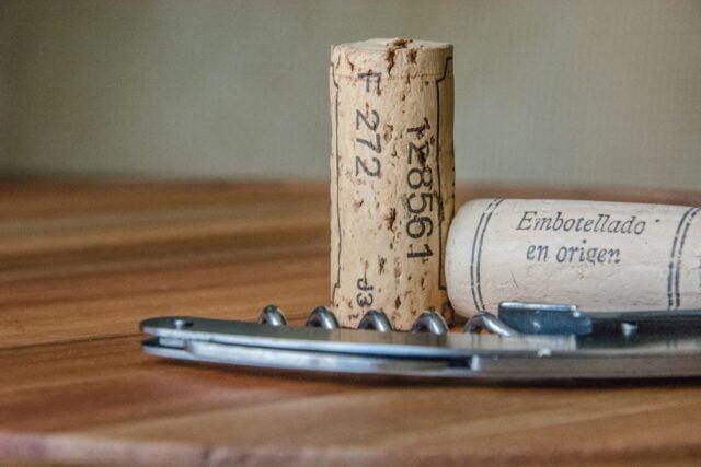 Jak otworzyc wino bez korkociagu
